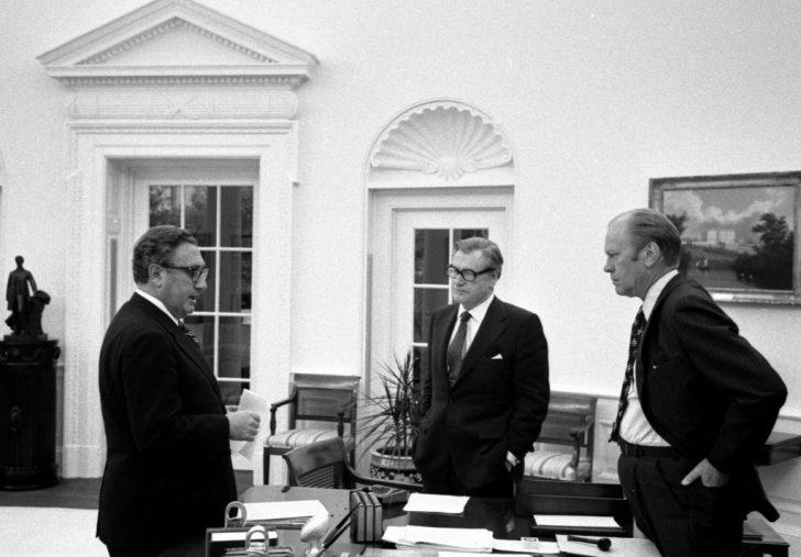 Kissinger en Nelson Rockefeller in het Witte Huis bij president Gerald Ford.