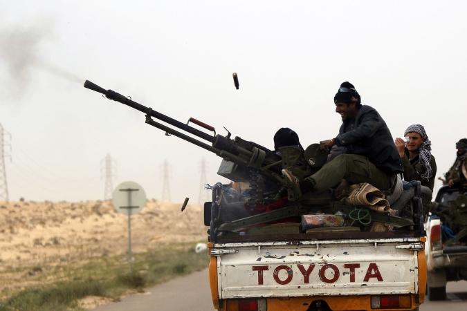 Kun jij je voorstellen dat dit soort 'vrijheidsstrijders' in staat zijn een modern leger, zoáls het Libische leger was, te verslaan..? Naar wat voor een sprookjes zitten we te kijken op TV? Waarschijnlijk naar sprookjes die we willen geloven..!