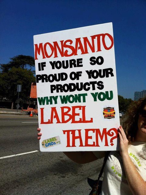 Een simpel bord wat de keiharde waarheid aantoont.. Waarom willen bedrijven als Monsanto niet dat GMOvoedsel als zodanig gelabeld mag worden.. RoundUp als kankerveroorzaker is niet vervorderlijk voor de verkoop van je koffie, koekjes of ander voedsel natuurlijk..!!