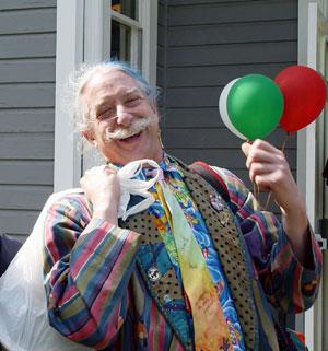 Dr. Patch Adams, tevreden met zijn werk EN geinponem eerste klas, aangenaam. (klik voor artikel)