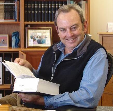 Mensenrechtenadvocaat Paul Hoffman; SHELL ziet hem liever gaan dan komen!