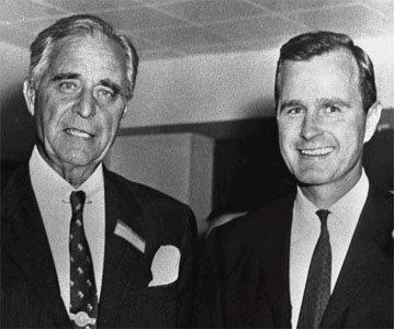 Prescott Bush met zoon George Bush, de latere directeur van de CIA en president van de USA
