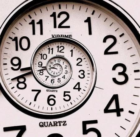 """""""Tijd is niet lineair, objectief of neutraal maar cyclisch. Er is slechts Een Moment: het eeuwige NU. Tijd staat stil."""""""