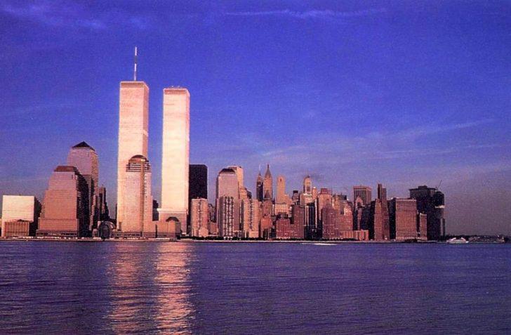 De skyline van New York vóór 9/11; onvoorstelbare krachten blijken voor- en achter de schermen van 9/11 werkzaam te zijn geweest.
