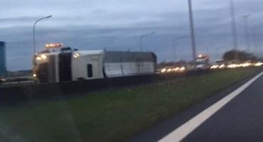 Autoroute Tournai - Mouscron : un camion a bloqué la chaussée