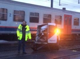 Froyennes : un facteur dérape sa camionette percutée par un train