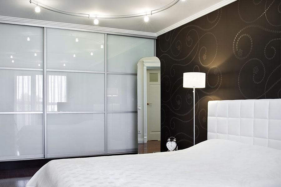 Sliding Wardrobe Doors In White Gloss White Glass And