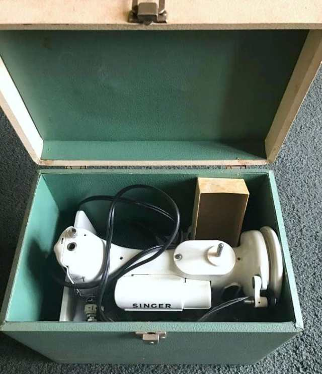 Singer Featherweight 221 Green White in box