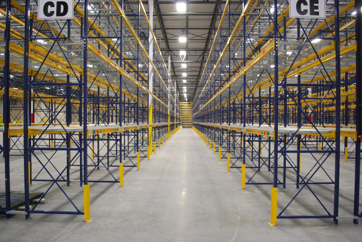 Pallet Rack With Column Guards