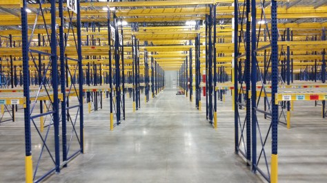 Selective pallet rack tunnel