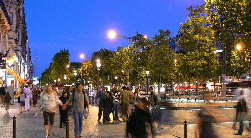 Avenue des Champs Elysees, Paris, by Luca Margheriti (2008, CC3) [800px]