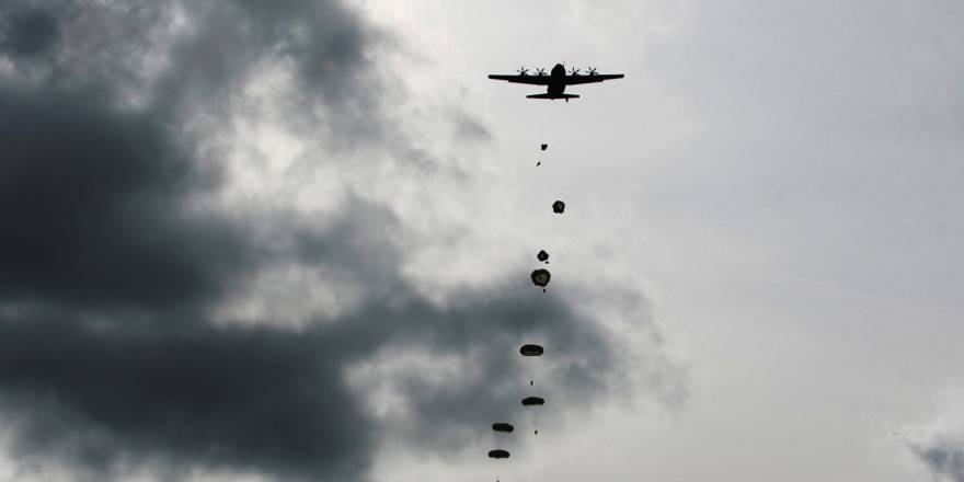 3 PARA Jumping for Joint Warrior 18