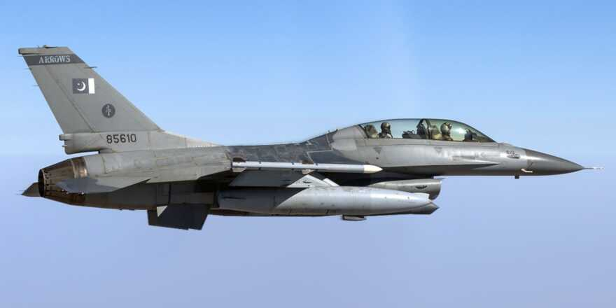 Indian and Pakistani fighter jets in combat following bombing