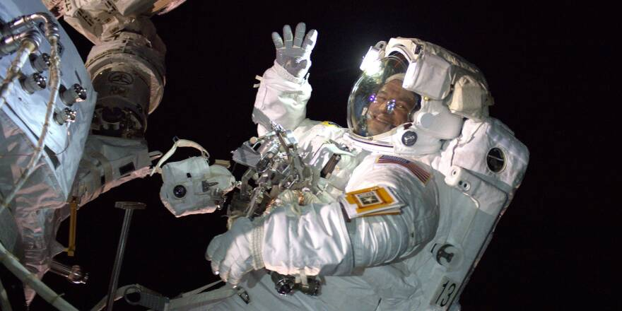 US Army Space and Missile Defense Command Astronaut makes first space walk (DVIDS, 21-08-2019) [880]