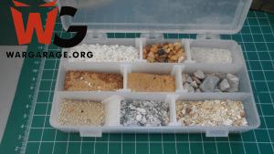 Materiales para ambientar una miniatura - piedras de distinto tamaño para dar textura al suelo