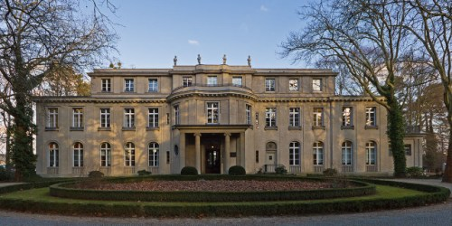 The villa at 56–58 Am Großen Wannsee, where the Wannsee Conference was held, is now a memorial and museum. By A.Savin (Wikimedia Commons · WikiPhotoSpace) - Own work, CC BY-SA 3.0,