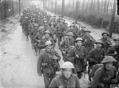 Men of the 10th (Service) Battalion, Royal Fusiliers (City of London Regiment) marching to the trenches, St Pol (Saint-Pol-sur-Ternoise), France, November 1916. © IWM (Q 1607).