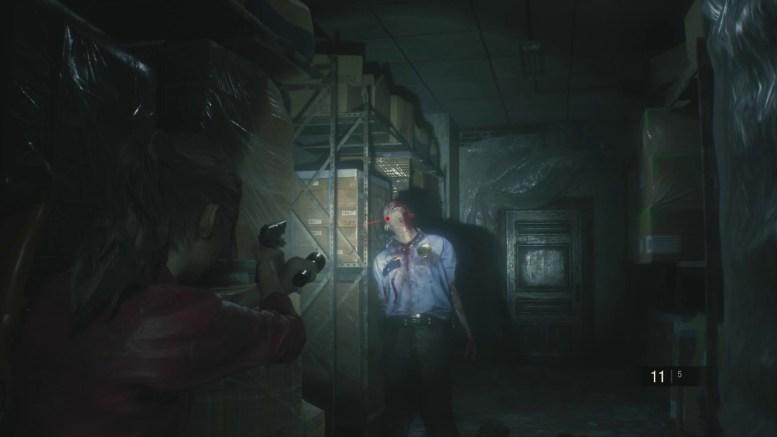 aperçu Resident Evil 2 Remake Claire Redfield vise la tête d'un zombie