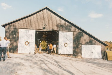 Warrenwood Manor barn wedding ceremony