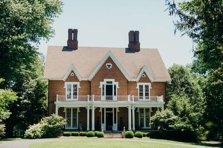 Historic mansion in Kentucky, old house charm, wedding venue