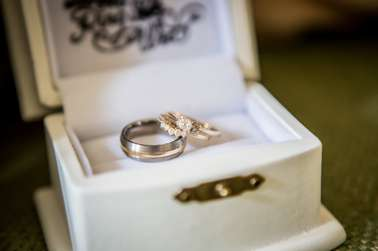 Simple and classic wedding rings
