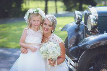 Bride and flower girl at vintage glam kentucky wedding