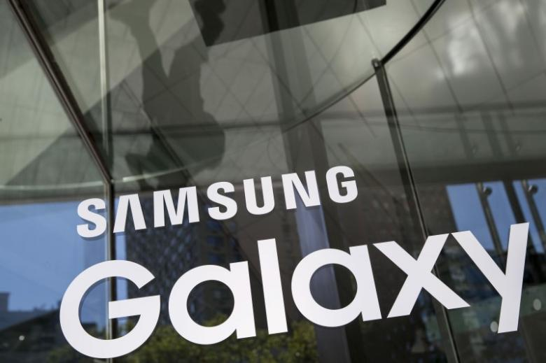 A Samsung Galaxy sign is seen at the Samsung Galaxy Unpacked 2015 event in New York August 13, 2015. REUTERS/Andrew Kelly