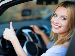 Przyjeżdża kobieta do warsztatu samochodowego….