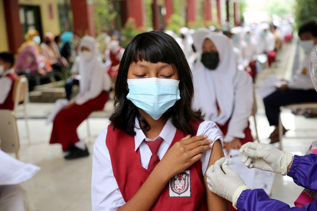 Pelajar Surabaya Tervaksin Capai 18.623 Orang, Diikuti 28 Sekolah