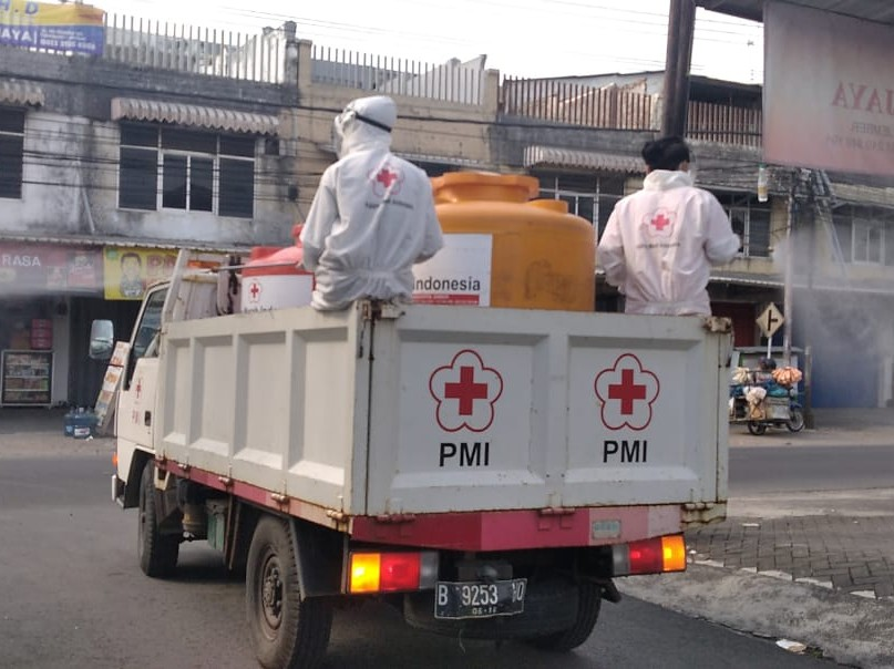 Banyak Permintaan, PMI Gencarkan Penyemprotan Disinfektan