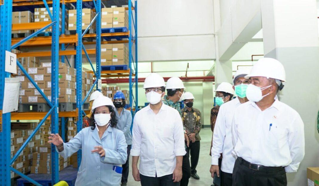 Menteri PMK dan Wagub Emil Tinjau Pabrik Oksigen di Gresik