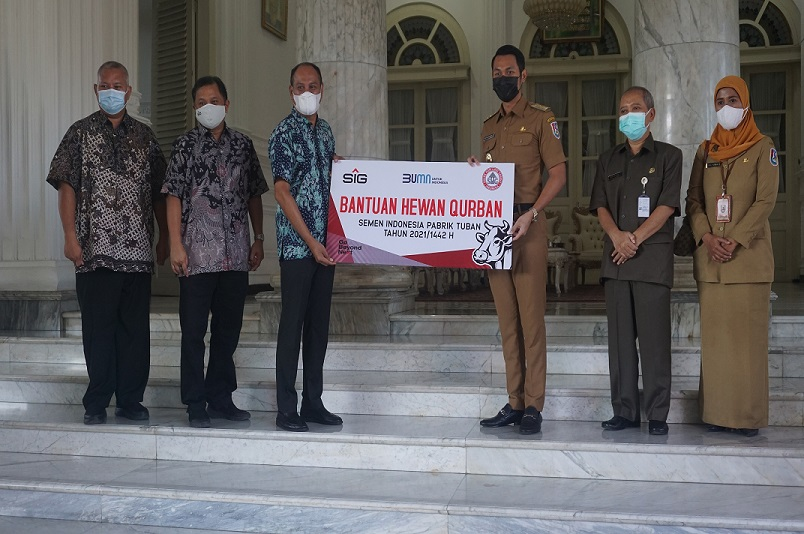 Meski Pandemi, SIG Tuban Tetap Salurkan Hewan Kurban