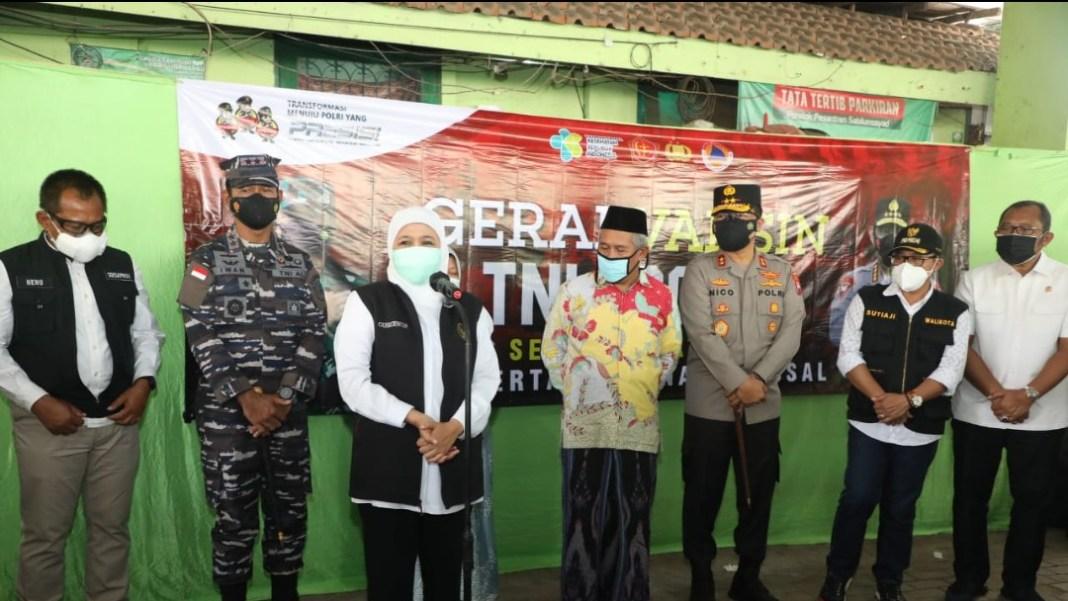 Gubernur Tinjau Vaksinasi di Stadion Gajayana dan Ponpes Sabilurrosyad Malang