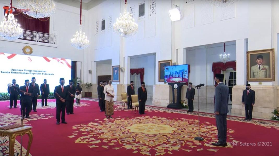 Presiden Anugerahkan Tanda Kehormatan Bagi 335 Tokoh