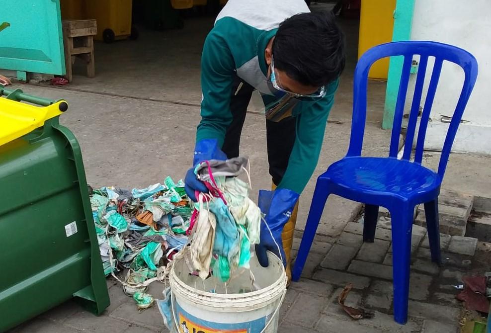 Sampah Masker di Surabaya Capai 863 Kg Setiap Bulan