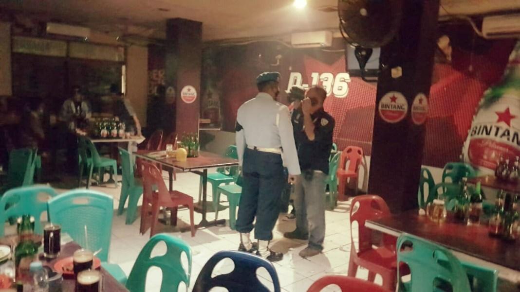 Nekat Beroperasi, Satpol PP Surabaya Segel RHU di Jalan Kusuma Bangsa
