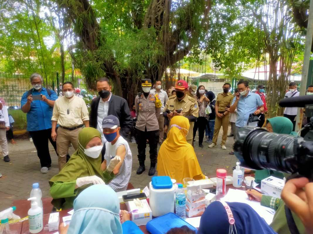Wali Kota Surabaya Sapa Peserta Vaksinasi di KBS