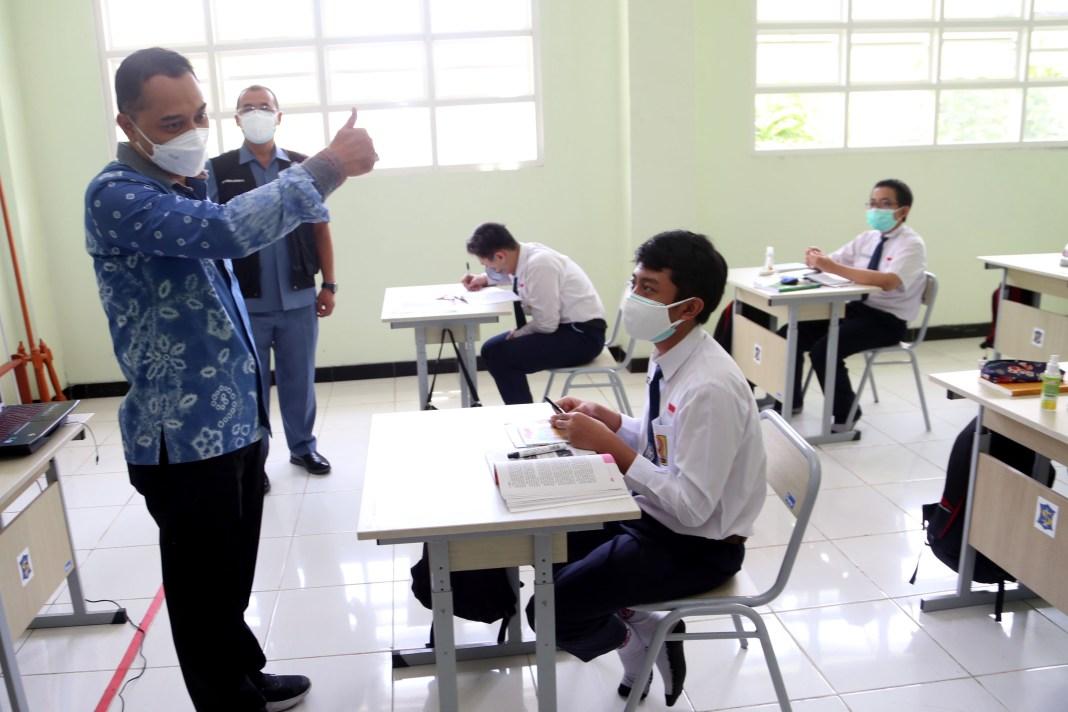 Kabar Bagus, Tas dan Sepatu SD-SMP di Surabaya akan Diseragamkan