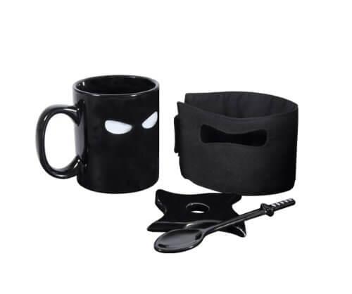 Ninja Tasse mit Schwert Löffel abnehmbarer Maske und Ninja Stern Untertasse