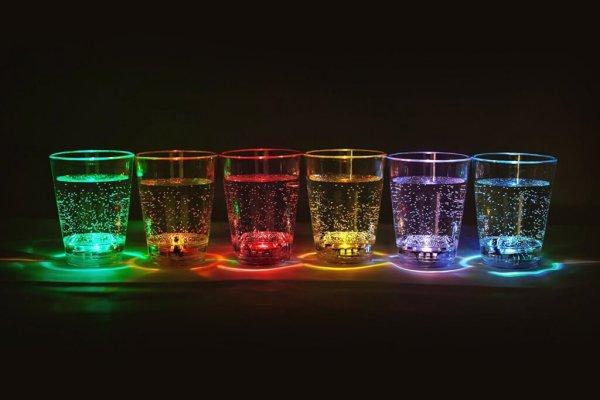 15 12 LED beleuchtete Schnapsgläser - Leuchtende Shotgläser im Set 2x6 Stück - Shot Becher - Tequila Gläser - Schnaps Becher - Stamperl - Pinneken - Pinnchen - Schott Glas - Gläser Set