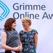 Rita Molzberger und Nora Hespers bei der Verleihung des Grimme Online Award.