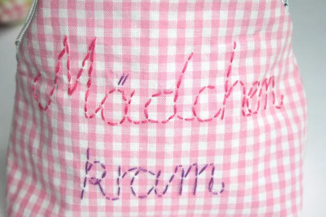 Schminktäschchen Mädchenkram | handgestickt | selbst gemacht | Vichykaro | waseigenes.com DIY Blog