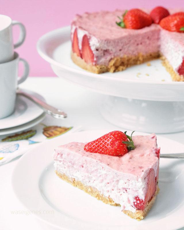 Erdbeer Quarktorte  | No-Bake Erdbeer Cheesecake mit Cantucciniboden | waseigenes.com