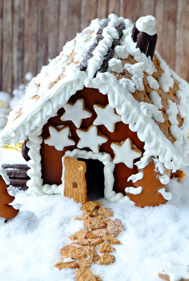 Lebkuchenhaus mit Zimtsternen und Spekulatius-Dach | Lebkuchen Weihnachtsbaum | waseigenes.com November 2016