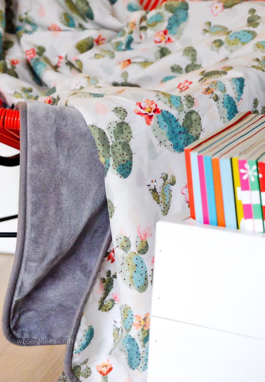 Wohnzimmer   Kuscheldecke, Kissen & Bücherkiste   Kakteenprint   waseigenes.com