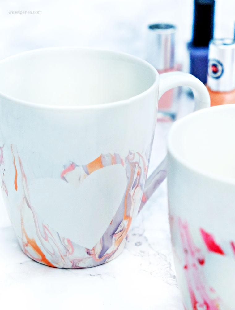 Kaffeetassen mit Nagellack marmorieren, vorher Herzen aufkleben | waseigenes.com