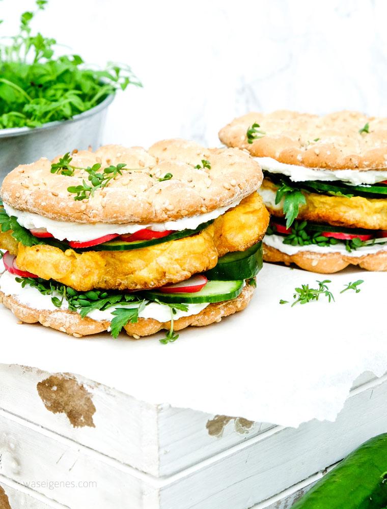 Ei Burger mit Frischkäse, Salatgurke, Radieschen und Kräuter | DIY Kräuterkasten | waseigenes.com