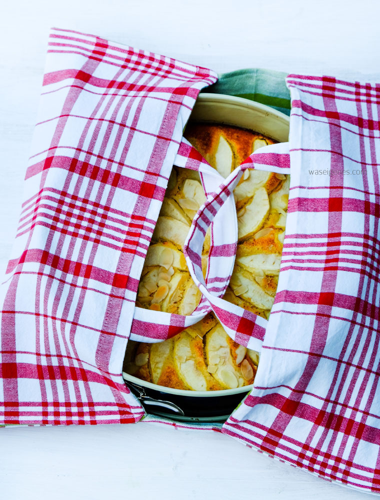 Nähanleitung für eine Kuchentasche aus Geschirrtüchern.  {plus Rezept low carb Apfelkuchen}