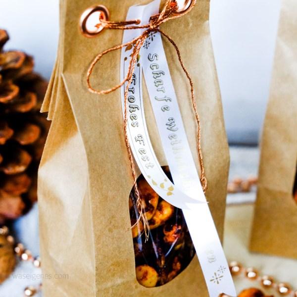Geschenke aus der Küche: Scharfe Weihnachtsnüsschen hübsch verpackt | waseigenes.com DIY Blog