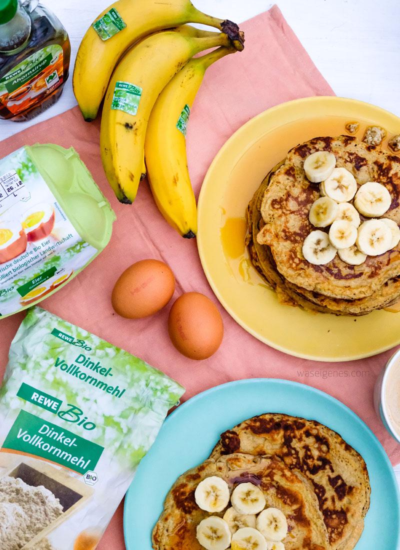 Rezept: Bananenpfannkuchen mit Ahornsirup   Nur drei Zutaten für ein leckeres Frühstück   waseigenes.com